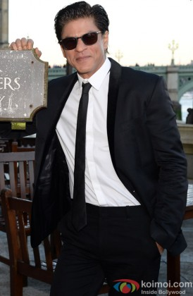 Shah Rukh Khan Looking Smart In Formals