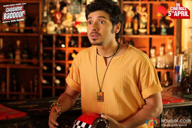 Divyendu Sharma in a still from 'Chashme Baddoor'