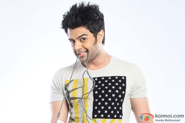 Manish Paul in a stll from 'Mickey Virus'