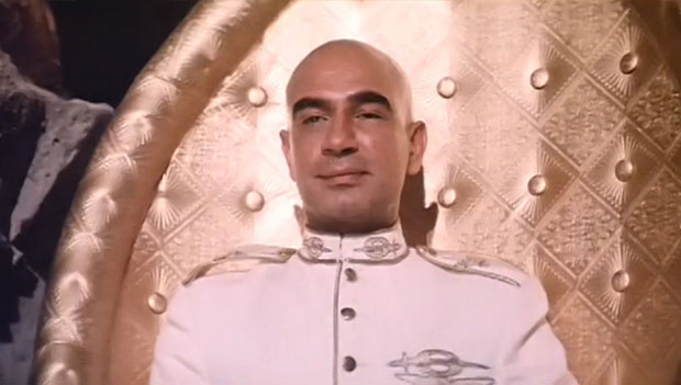 Kulbhushan Kharbanda as a 'Shakaal' in a still from movie 'Shaan'