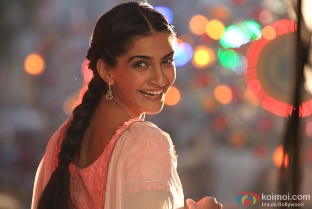 Sonam Kapoor in a still from movie 'Raanjhanaa'