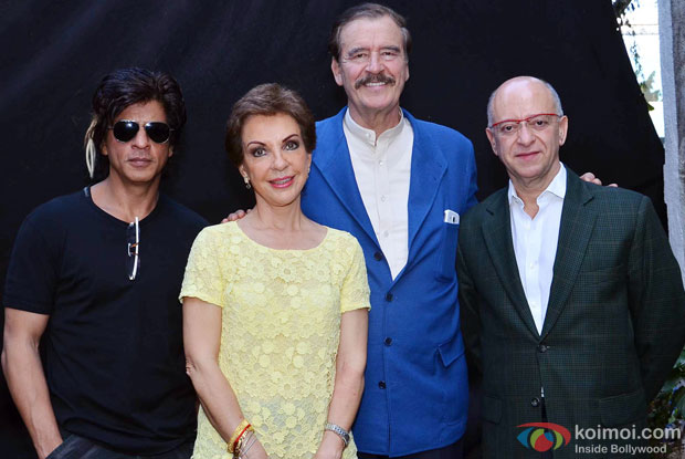 Shah Rukh Khan with President of Mexico Vicente Fox Quesada on the sets of movie 'Happy New Year'