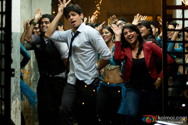 Sidharth Malhotra and Parineeti Chopra in a still from movie 'Hasee Toh Phasee'