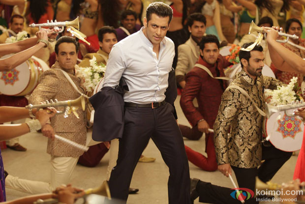 Salman Khan in a still from movie 'Jai Ho'