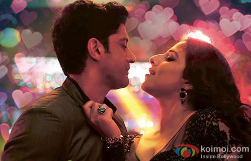 Farhan Akhtar and Vidya Balan in a 'Desi Romance' song still from movie 'Shaadi Ke Side Effects'
