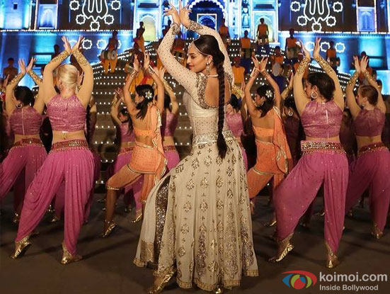 Sonakshi Sinha in a 'Toh Radha Nachegi' song still from movie 'Tevar'