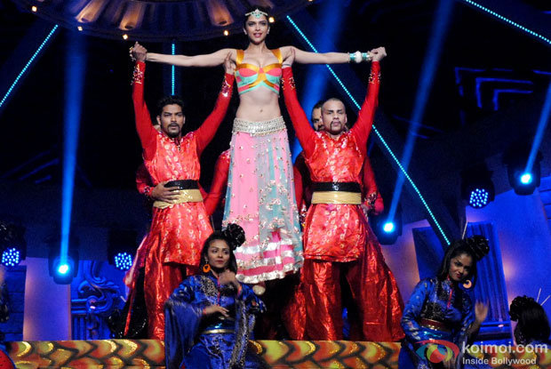 Deepika Padukone perform at Zee Cine Awards 2014
