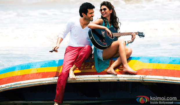 Harman Baweja and Ayesha Khanna in a still from movie 'Dishkiyaoon'