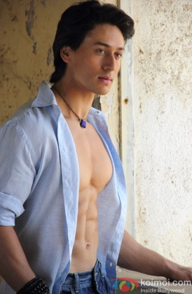 Tiger Shroff Shows Off His Hot Body