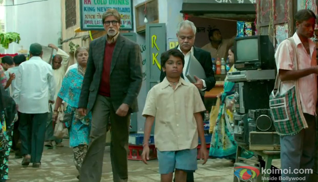 Amitabh Bachchan and Parth Bhalerao in a still from movie 'Bhoothnath Returns'