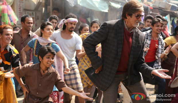Parth Bhalerao and Amitabh Bachchan in a still from movie 'Bhoothnath Returns'