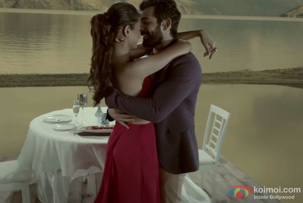 Surveen Chawla and Jay Bhanushali in a still from movie 'Hate Story 2′