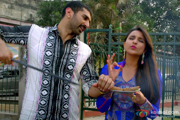 Aditya Roy Kapur and Parineeti Chopra in a still from movie 'Daawat-E-Ishq'