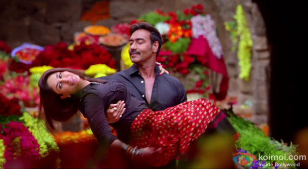 Kareena Kapoor and Ajay Devgn in a Kuch Toh Hua Hai song still from movie 'Singham Returns'