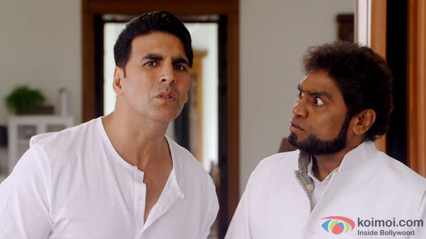 Akshay Kumar and Johnny Lever in a still from  movie 'Its Entertainment'