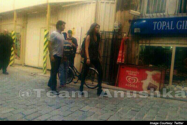 Ranveer Singh and Anushka Sharma on the sets of 'Dil Dhadakne Do'