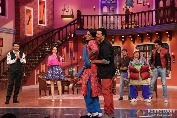 Akshay Kumar Dances With Gutthi on the sets of 'Comedy Nights With Kapil'