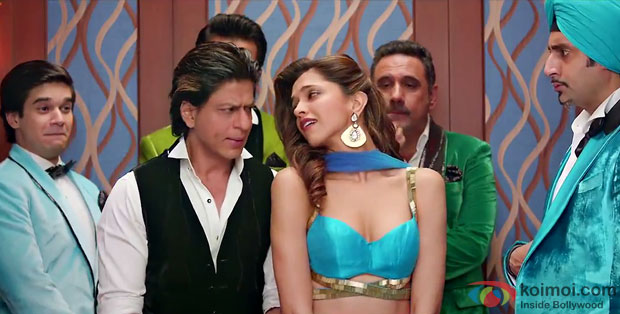 Vivaan Shah, Shah Rukh Khan, Deepika Padukone, Boman Irani and Abhishek Bachchan in a still from movie 'Happy New Year'