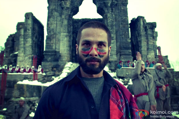 http://static.koimoi.com/wp-content/new-galleries/2014/08/making-of-bismil-haider-feat-shahid-kapoor.jpg