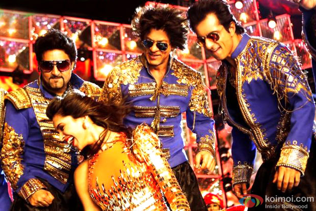 Abhishek Bachchan, Deepika Padukone, Shah Rukh Khan and Sonu Sood in still from movie 'Happy New Year'