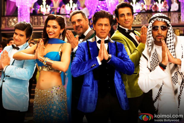 Vivaan Shah, Deepika Padukone, Boman Irani, Shah Rukh Khan, Sonu Sood and Abhishek Bachchan in a 'Indiawaale' song still from movie 'Happy New Year'