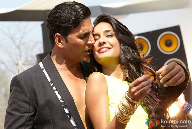 Akshay Kumar and Lisa Haydon in a still from movie 'The Shaukeens'