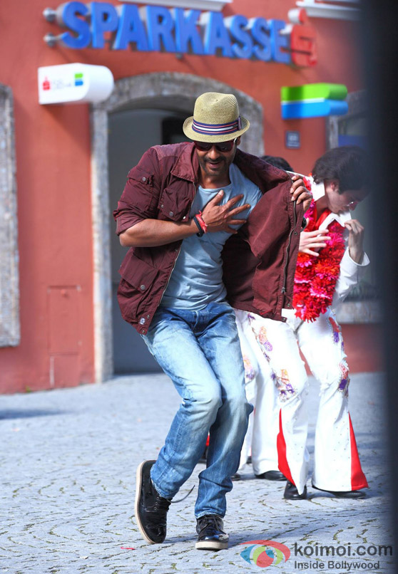 First Look: Ajay Devgn's Dancing Avatar Still In 'Action Jackson' Movie