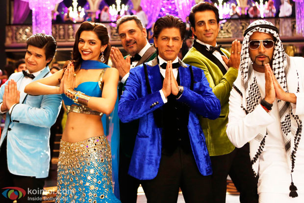 Vivaan Shah, Deepika Padukone, Boman Irani, Shah Rukh Khan, Sonu Sood and Abhishek Bachchan in a still from movie 'Happy New Year'