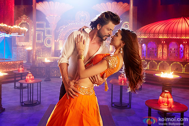 Shah Rukh Khan and Deepika Padukone in a still from movie 'Happy New Year'