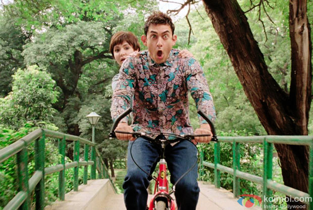 Anushka Sharma and Aamir Khan in a still from movie 'PK'