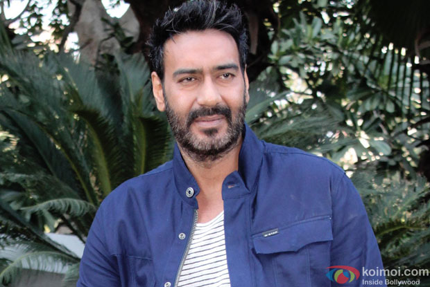 The 50-year old son of father Veeru Devgan and mother Veena Devgan, 180 cm tall Ajay Devgan in 2017 photo