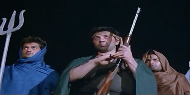 Sunny Deol in a still from movie 'Dacait (1987)'
