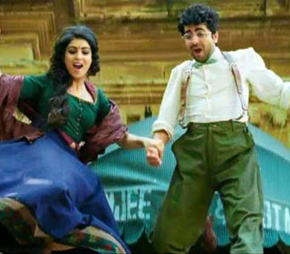 Pallavi Sharda and Ayushmann Khurrana in a 'Yaadien Gatthri Mein' song still from movie 'Hawaizaada'