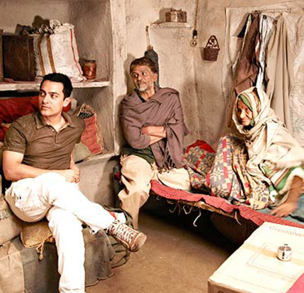 Aamir Khan on the sets of movie 'Peepli Live (2010)'