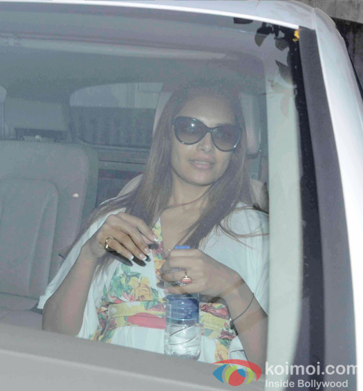 Bipasha Basu  Snapped At MYRA In Juhu