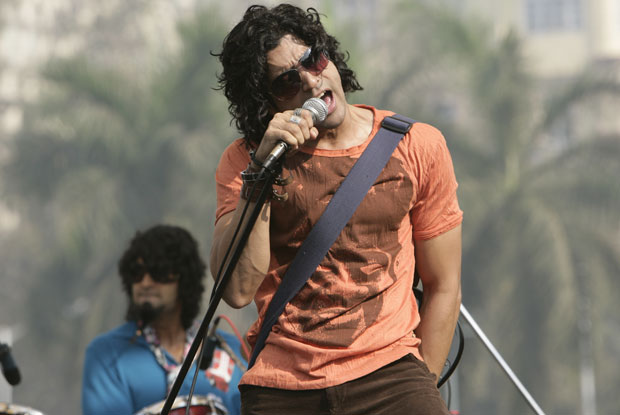 Farhan Akhtar in a still from movie 'Rock On!! (2008)'