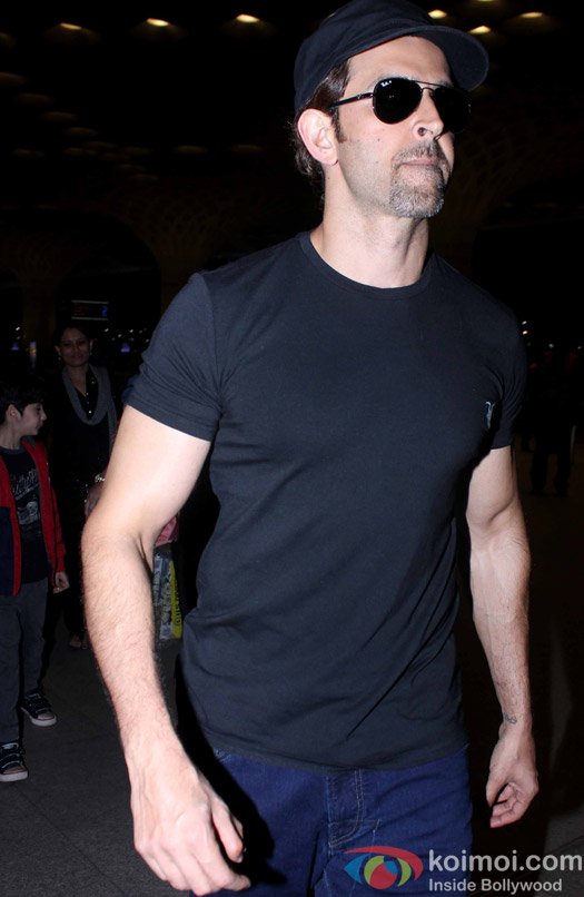 Hrehaan and Hrithik Roshan snapped at Airport