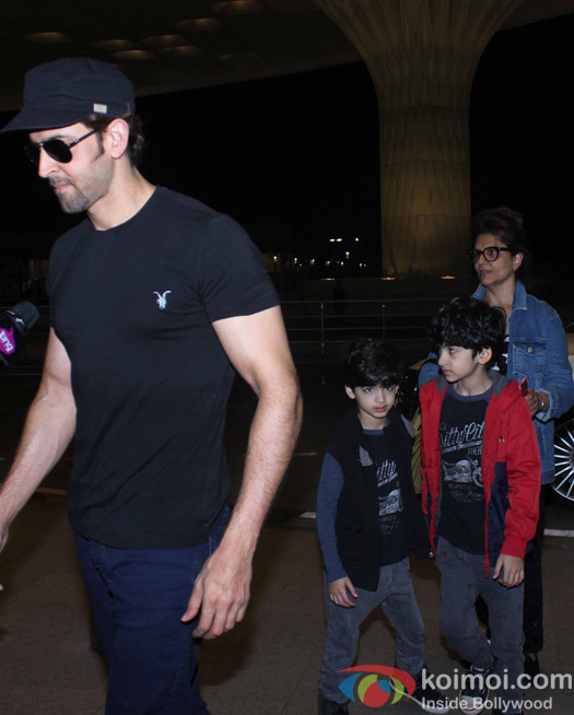 Hrithik Roshan,  Hridaan, Hrehaan and Pinky Roshan snapped at Airport