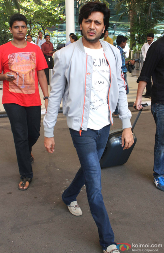 Riteish Deshmukh Snapped At Domestic Airport