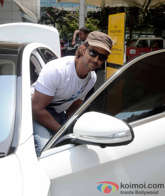 Hrithik Roshan Snapped At Domestic Airport