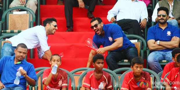 Yuvraj Singh, John Abraham and Abhishek Bachchan during the inauguration of JIO Garden