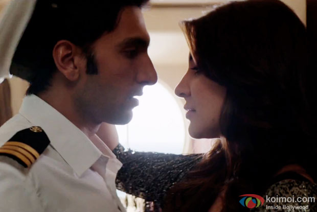 Ranveer Singh and Anushka Sharma in a still from movie 'Dil Dhadakne Do'