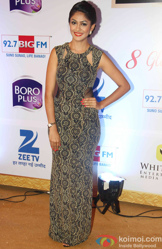 TV Celebs Sizzle At Zee Gold Awards 2015 Red Carpet