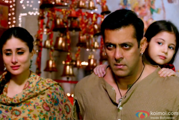 Kareena Kapoor Khan, Salman Khan and Harshali Malhotra in a still from movie 'Bajrangi Bhaijaan'