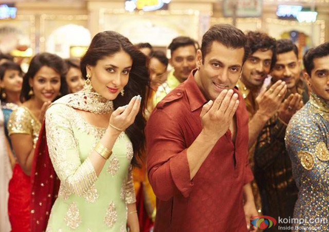 Kareena Kapoor and Salman Khan in a still from movie 'Bajrangi Bhaijaan'