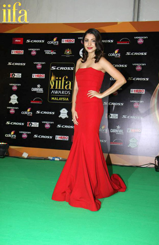 Anushka Sharma at IIFA 2015 Green Carpet