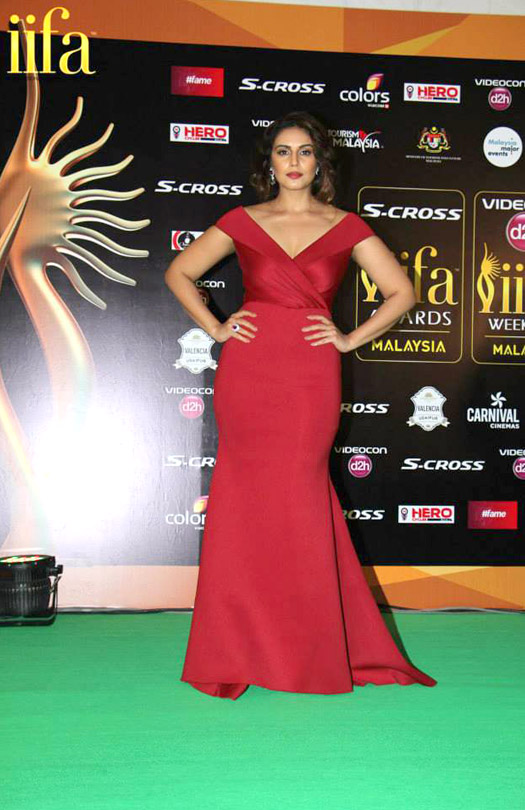Huma Qureshi at IIFA 2015 Green Carpet