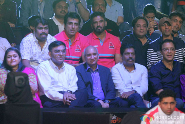 Supriya Pathak, Sonu Sood, Sunil Shetty and Vidhu Vinod Chopra during the opening ceremony of the Pro Kabaddi League 2015