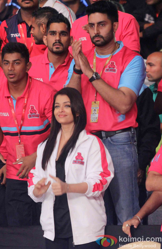 Aishwarya Rai Bachchan and Abhishek Bachchan during the opening ceremony of the Pro Kabaddi League 2015
