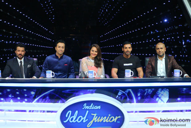 Anil Kapoor, Salim Marchant, Sonakshi Sinha, John Abraham and Vishal Dadlani during the promotion of film Welcome Back on the sets of Indian Idol Junior